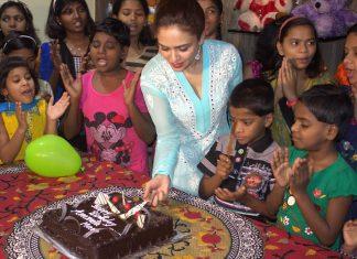 amruta khanvilkar -celebrates-her-birthday-in-a-unique-way