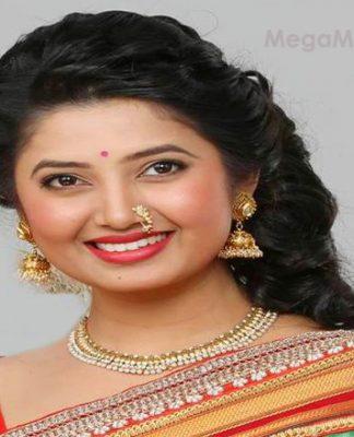 prajakta-mali-marathi-actress-cute-photo-featured