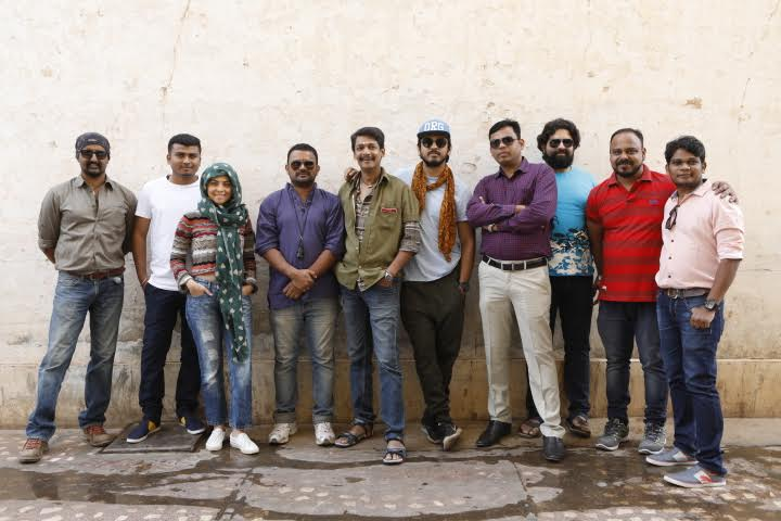prakash-kunte-directed-movie-lalil-prabhakar-prajkta-mali-sonali-kulkarni-and-team
